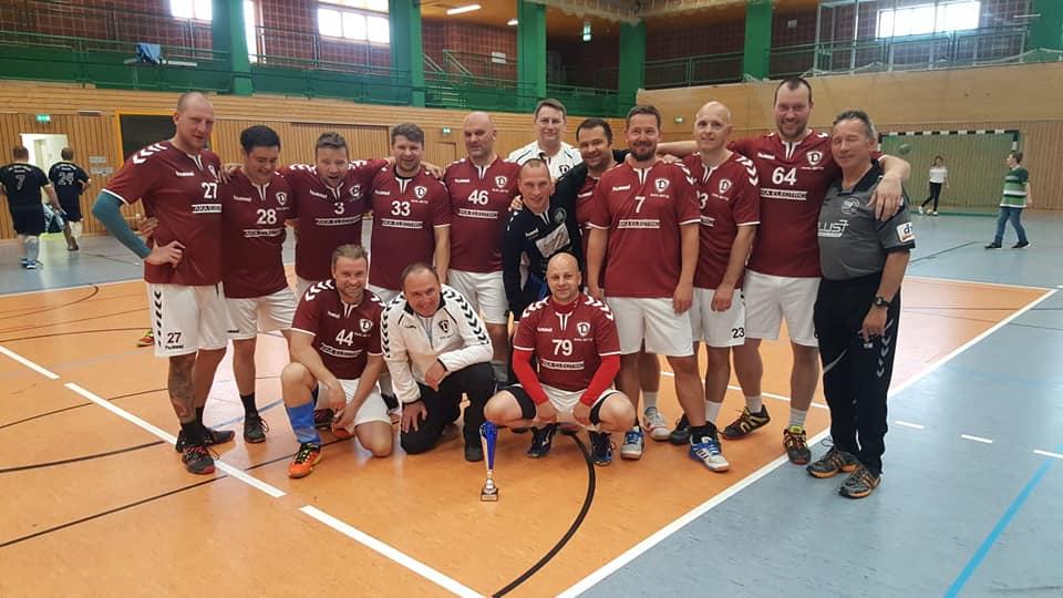 Stellt Euch vor: Der Thüringer Handball- Verband e.V. lädt zur Bestenermittlung der Ü36-Männer und keiner geht hin!